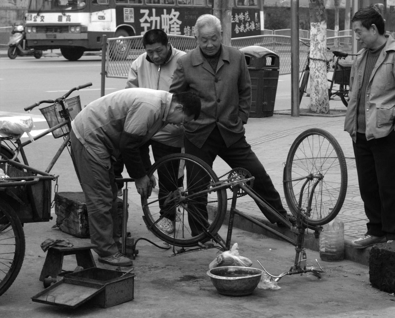 Bike_repair_in_the_street